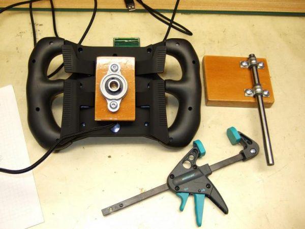 PCGHX-Promo-Tischhalterung-Steelseries-SRW-S1-Steering-Wheel-00004-pcgh